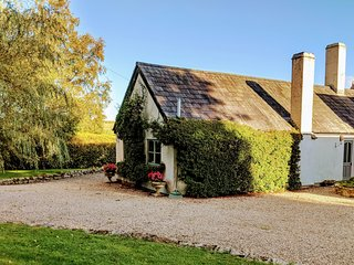 1 bedroom cottage with stunning countryside views (sleeps 3)