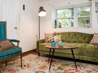 Vintage Chelsea 3 Bed Loft. Authentic New Yorker experience in the hustle+bustle
