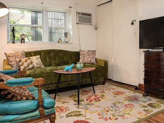 Awesome Chelsea Location! Vintage 3BR near MSG, Penn Station, Times Square, etc
