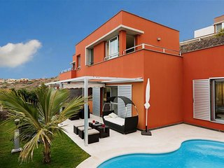 2 bedroom Villa with Pool, Air Con, WiFi and Walk to Shops - 5334564