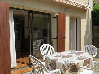 Studio cabine dans résidence avec piscine proche commerces et plages