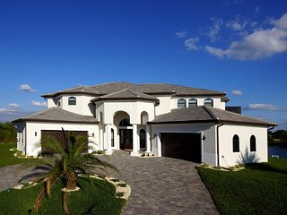 Villa Casablanca - elegant modern 2 story mansion with huge pool area and lake f