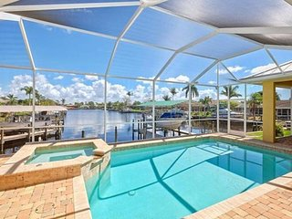 Sailboat Deep Water Access, Pool, Spa, 4 Bedroom plus Den, Minutes to River