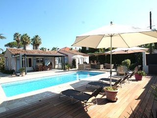 Amazing home in Antibes w/ Private swimming pool, Internet and 4 Bedrooms