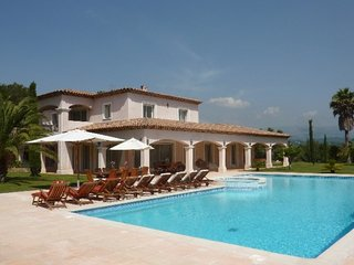 Awesome home in Valbonne w/ WiFi, Outdoor swimming pool and Internet