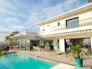 Amazing home in Cannes w/ Outdoor swimming pool, Internet and 5 Bedrooms