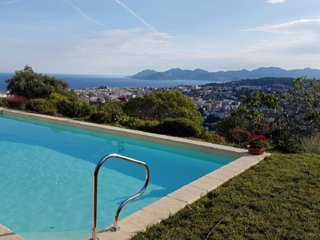 Nice home in Le Cannet w/ WiFi, Outdoor swimming pool and Internet