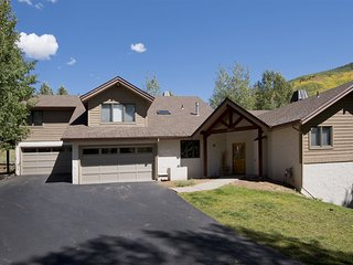 Enjoy this vacation home conveniently located in Vail on a quiet cul-de-sac, ste