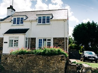 Ty Gwyn - St.Davids Holiday House with parking, sleeps 8