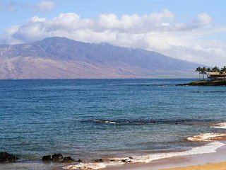 Fantastic Location - Beautiful Oceanfront Condo -Makena Surf Resort # E-205