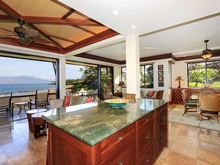 Beautiful Beach Front Luxury Corner Unit MAKENA SURF RESORT, #E-206