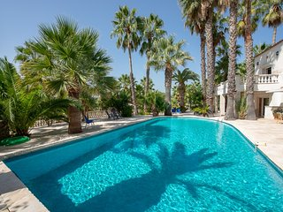 33550 villa up to 14 people, garden with 200 palm trees, pool of 12 x 6 mtr.