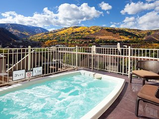GORGEOUS 1BR SUITE FOR 4 GUESTS! POOL, JACUZZI, SAUNA, GYM, FREE PARKING!