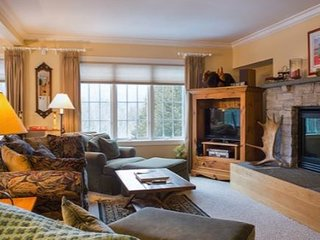 Classy, Cozy, Clean | Vermont Home with Access to Tennis + Spa!
