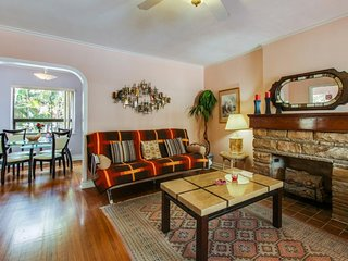 Charming, waterfront condo w/ a garden patio - 1/2 block to Hollywood Beach