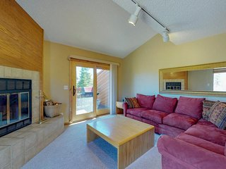 Spacious townhome with private hot tub - easy access to the outdoors
