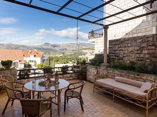 Big Terrace Apartment - Studio with Terrace and City View - First floor