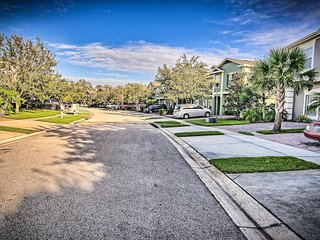 Coral Cay Resort 4 + 1 BDR Townhome 8 miles to Disney!