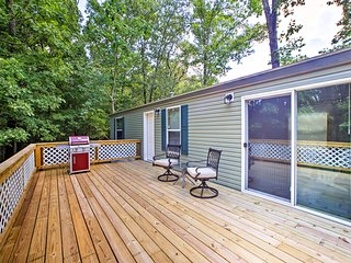 NEW! Rogers Cabin w/Gas Grill- Walk to Beaver Lake