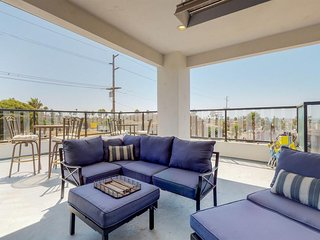 New Listing! Ocean view home w/deck, firepit & foosball - walk to beach/downtown