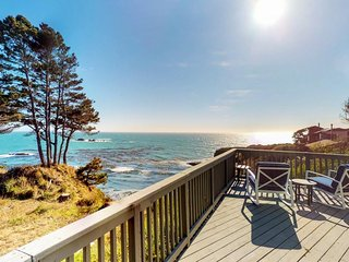 Oceanfront home w/ deck & stunning views, in the heart of Gualala, 1 dog OK!