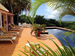 Very private Charming villa with pool on 2 acres