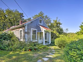 Private Brewster Cottage Near Beach & Harbor!
