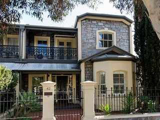 3 BR. LUXURY HOME|NTH.ADELAIDE PARKLAND FRONTAGE