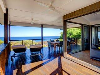 DUNES - Captivating Beachside Home