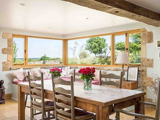 The Ox Barn is a stunning barn conversion which now forms a lovely country house
