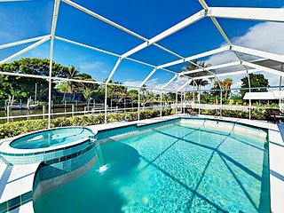 Longboat Key, Waterfront 3BR w/ Private Enclosed Pool & Spa - Near Beach!