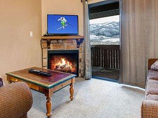 2BR Rustic-Chic Condo in Powderwood Resort – Mountain Views!