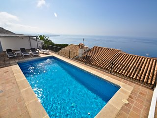 Villa La Gunilla: Andalusian style holiday home with private pool, ocean view.