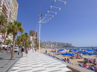 Second Line From the Beach in Benidorm, Walking distance to all  Apt. Levante