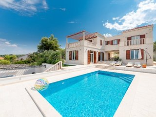 Charming villa with swimming pool, Brac island