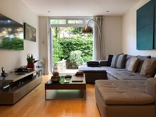SENSATIONAL CENTRAL 3 BED GARDEN APARTMENT