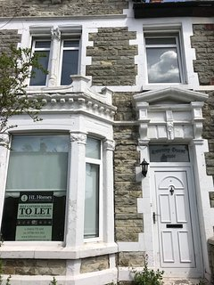 Ideal House for Contractors & Corporate Groups, Bridgend Town Centre, 7 Bedrooms