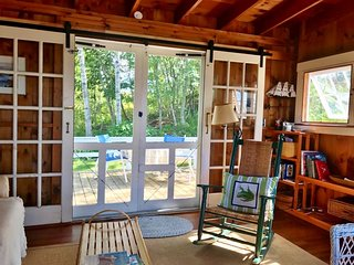 Caboose Cottage Boothbay Harbor, Water View, Walk to Aquarium, Beach Access