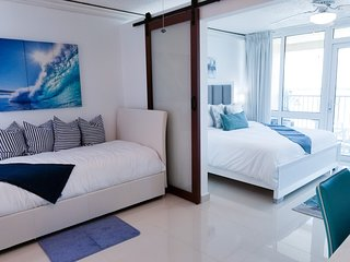 ESJ ♥ Beachfront★Top Location★ View★Lux! ♥
