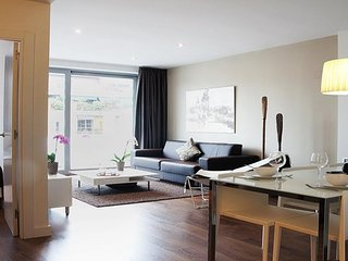 4 Bedroom Apartment with Full Kitchen, Balcony+ Rooftop Pool Access