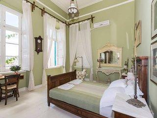 Villa Maria-Syros,Iris
