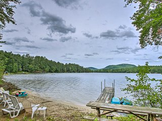 NEW! Charming Hartford Cottage w/Dock on Bear Pond