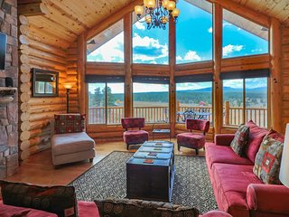 Luxury Colorado Lodge Cabin with Huge Deck and Spectacular Mountain Views