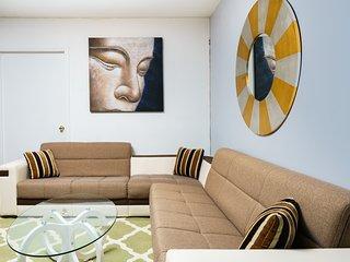 Midtown Duplex 4 bedroom Sleeps 9
