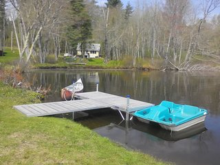 THE BAXTER COTTAGE IN JEFFERSON MAINE | PET-FRIENDLY | LAKEFRONT | UNPLUG & UNWI