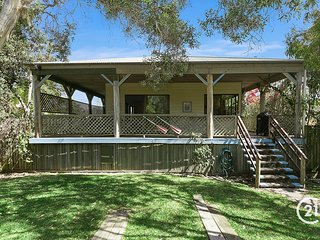 ADAMS STREET BEACH COTTAGE - the best location in Sunshine Beach.