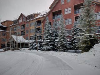 Springs  8805 2 bdrm on the Ground Level by SummitCove Lodging