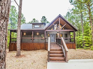 Magnolia Trail - Sleeps 2, Beautiful Magnolia Designs, Hot Tub, Outdoor Living