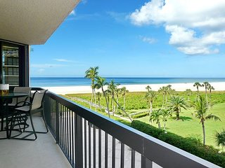 Tranquil beachfront condo w/ heated pool & hot tub