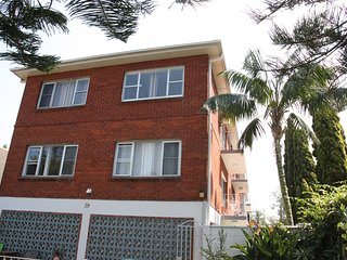 Manly Beach Air-Conditioned Apartment Short Walk to the Beach, Perfect Location